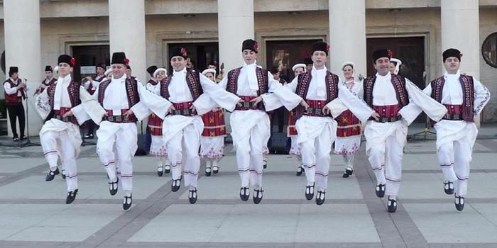 Bulgarijos miestų atmosfera per šventes – magiška. Įsitraukite į jas!
