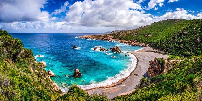 5 priežasčių, kodėl tobulos atostogos laukia būtent Sardinijoje