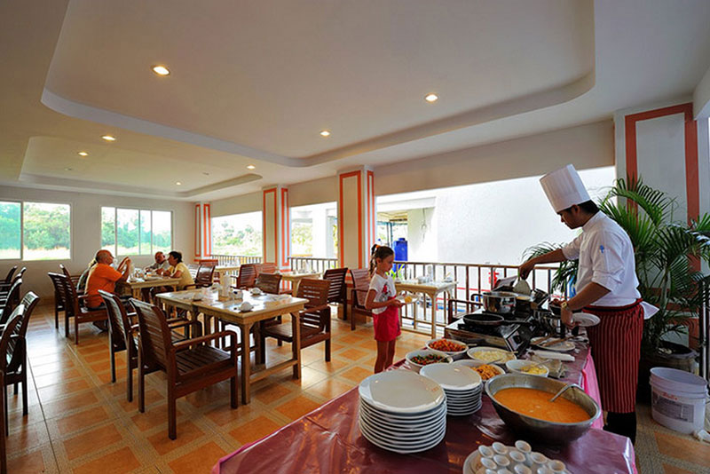 Baumancasa Karon Beach Resort hotell (Phuket, Tai)