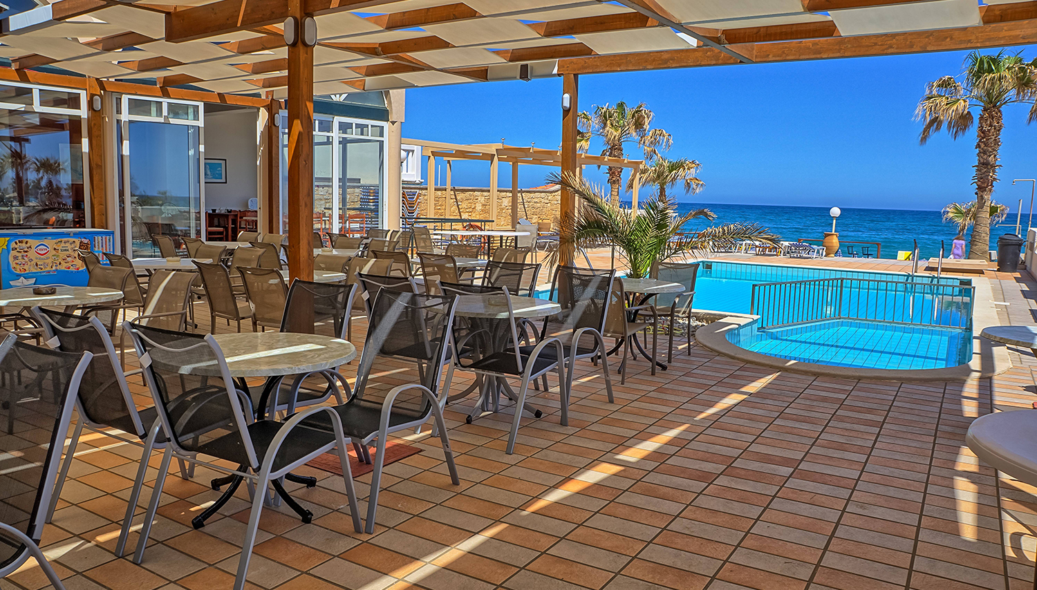 Seafront apartments hotel crete greece novaturas for Tolle hotels