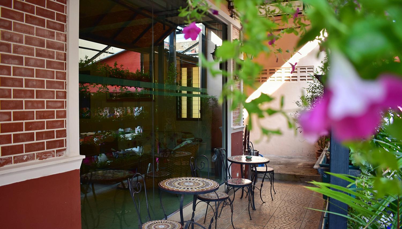 Outdoor Inn Kata hotell (Phuket, Tai)
