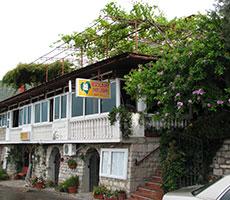 Pod Lozom Rooms & Apartments viešbutis (Tivatas, Juodkalnija - Kroatija)
