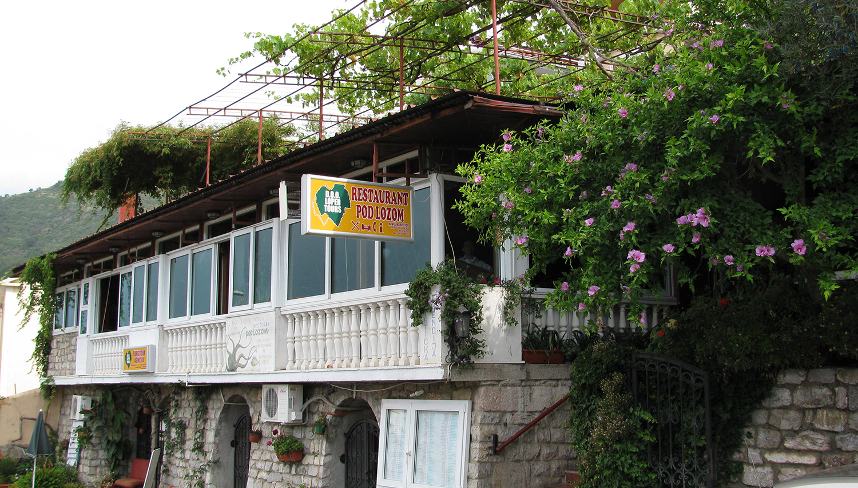 Pod Lozom Rooms & Apartments viesnīca (Tivat, Melnkalne-Horvātija)