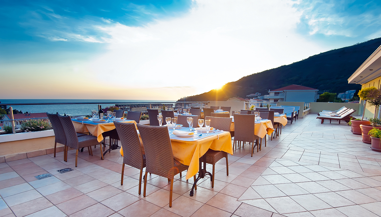 W Grand viesnīca (Tivat, Melnkalne-Horvātija)